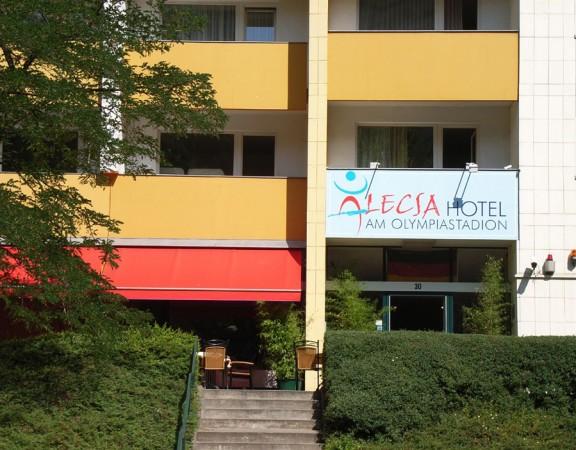 Alecsa-Hotel-Außenansicht Direktansicht