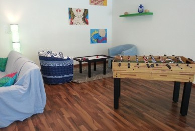 - 52 Zimmer - Frühstücksrestaurant - Sky-Bar - Kiosk  - Freizeitraum mit Tischkicker   - Tischtennis  - Tischpool und Wii-Play  etc.